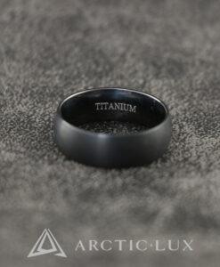 Musta Titaaninen sormus